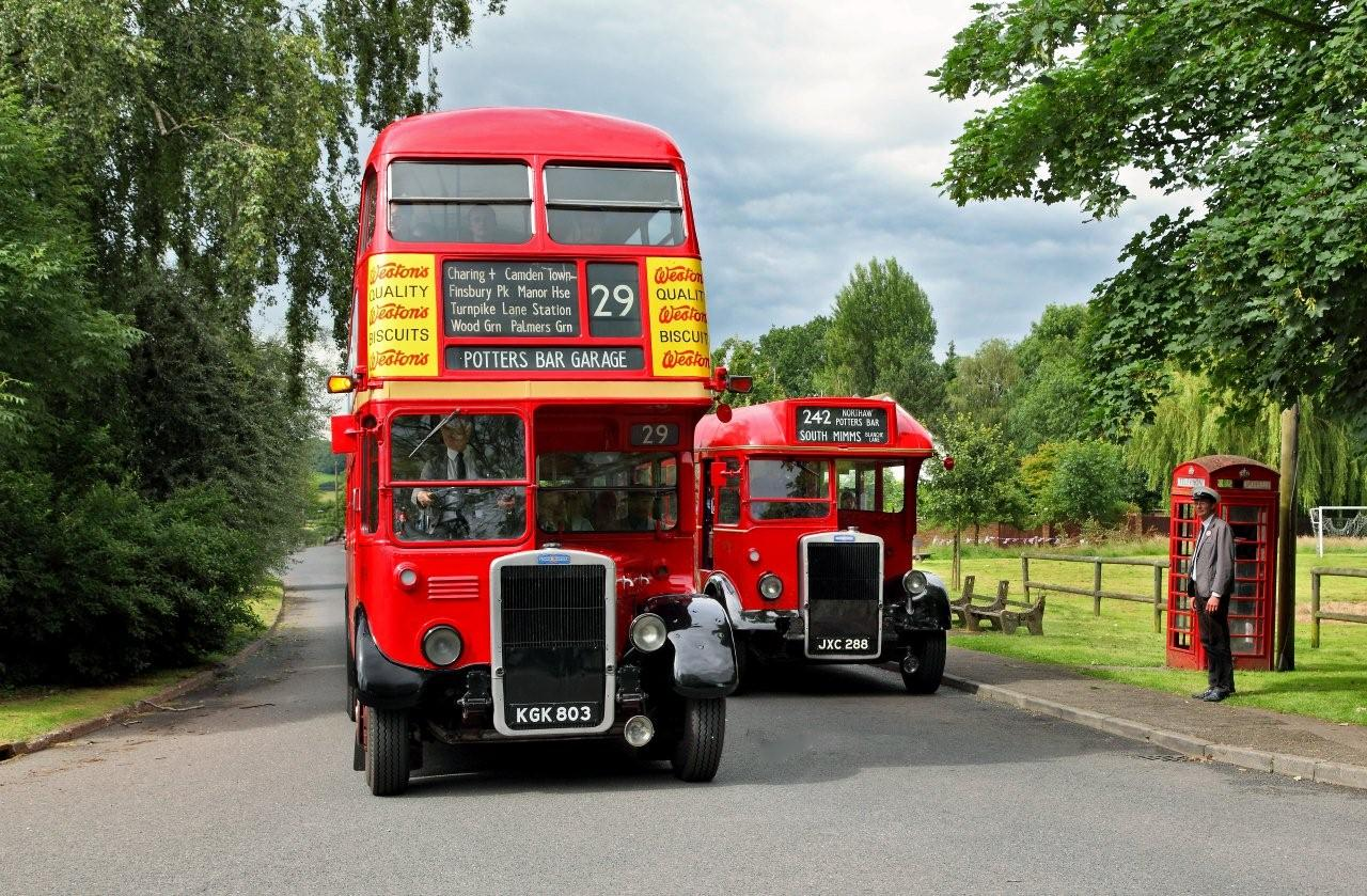 Our 1949 rtl in service sunday 25 november london bus museum for Td garage services