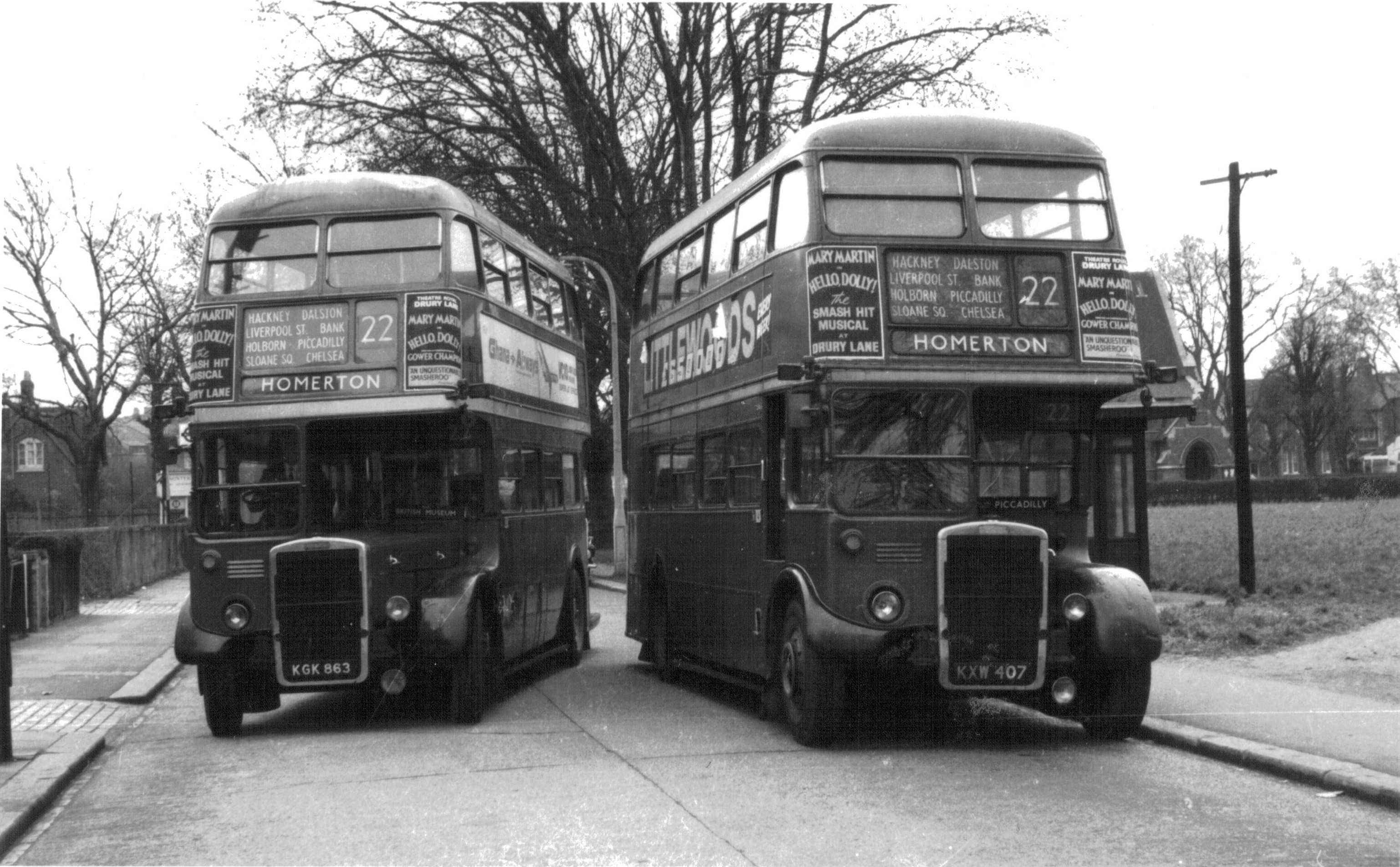 RTL199 and RTW307 at Putney Common © David Bosher